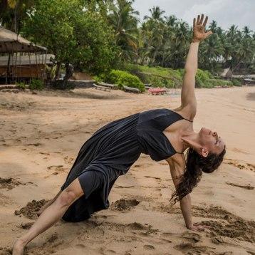 Ana-Chidzoy-yoga-(10)