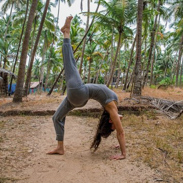 Ana-Chidzoy-yoga-(4)