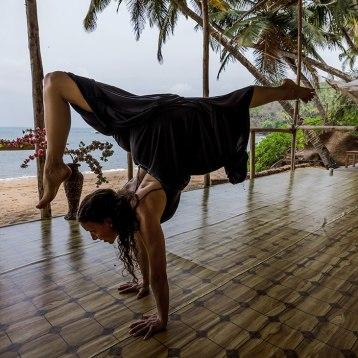 Ana-Chidzoy-yoga-(6)